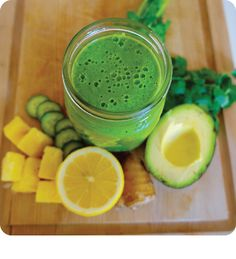 While getting your system moving, this smoothie has a scoop of Sparkle Collagen to give your skin a radiant boost.  #SparkleInspiration #detoxgreensmoothie #springdetox #greensmoothierecipe #ediblebeauty #drinkablebeauty