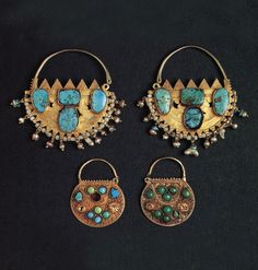 Saudi Arabia | Bedouin woman's earrings from the Najd; gold, turquoise and pearls | ©The Splendour of Ethnic Jewelry: From the Colette and Jean-Pierre Ghysels Collection. Text: France Borel. Photographs: John Bigelow Taylor. Thames and Hudson, 1994. Page 116
