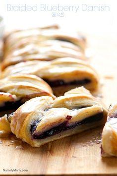 Trenza danesa vegana con arándanos | 21 Desayunos saludables que te harán amar las mañanas