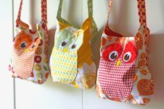 3 Red Rooster Owls by Gingercake. Pattern will be in Sept Issue of Simple Quilts Sewing Magazine Quilting Projects, Sewing Projects, Owl Bags, Sewing Magazines, Owl Crafts, Craft Bags, Kitsch, Sewing For Kids, Bag Making