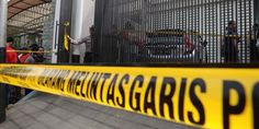 Jakarta - Sekretaris Jenderal Komisi Perlindungan Anak (Sekjen KPAI), Erlinda menjenguk korban ...