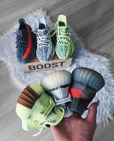 Price of Adidas Yeezy Boost 350 Green fake Yeezy Fashion, Sneakers Fashion, Fashion Shoes, Shoes Sneakers, Mens Fashion, Yeezy Womens, Mens Street Style Shoes, Kanye West, Yeezy Outfit