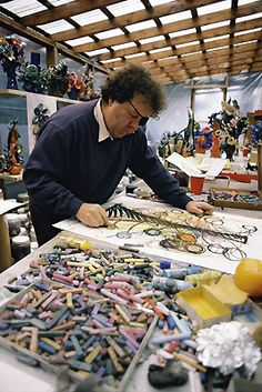 Dale Chihuly at work in his studio, formerly a Benjamin Moore paint factory, in 1990. After a shoulder injury made it almost impossible for ...
