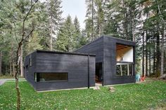 Gallery of Courtyard House on a River / Robert Hutchison Architect - 8