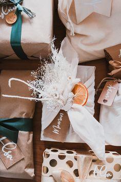 Mes emballages cadeaux de Noël 2020 - Pauline Dress - Blog Mode, Lifestyle et Déco à Besançon Pauline Dress, Furoshiki, Gift Wrapping, Lifestyle, Blog, Christmas, Gifts, Christmas Wrapping, Wrapping Papers