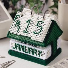 Daily-Flip Desk Calendar Canvas Pattern ePattern- This looks good free standing lace Plastic Canvas Ornaments, Plastic Canvas Tissue Boxes, Plastic Canvas Christmas, Plastic Canvas Crafts, Plastic Canvas Letters, Hama Beads, Yarn Crafts, Sewing Crafts, Beaded Crafts
