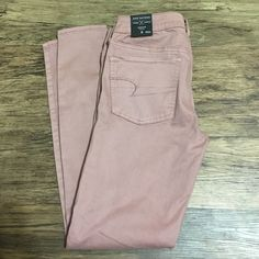 American Eagle low rise jegging NWT, never worn. Unique/rare color that wasn't in stores very long. Size 8, low rise jegging. Regular length. American Eagle Outfitters Pants Skinny