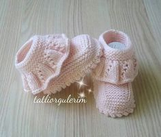 Baby Knitting Patterns Knitting For Kids Knitting Designs Crochet For Kids Crochet Baby Booties Layette Baby Wearing Baby Dress Fethiye Baby Clothes Patterns, Baby Knitting Patterns, Knitting Designs, Knitting For Kids, Crochet For Kids, Hand Knitting, Crochet Baby Boots, Knit Baby Booties, Baby Bootees