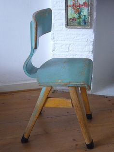 Vintage School Chair School Chairs, Vintage Love, Woodworking, Hanging Chairs, Blue Chairs, Vintage School, Furniture, Castle, Interiors