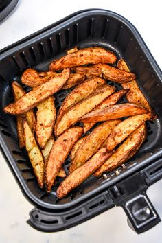 Paprika Potatoes, Russet Potatoes, Small Air Fryer, Potato Candy, Potato Crisps, Potato Wedges, Air Frying, Smoked Paprika, Golden Brown