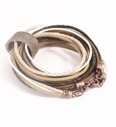 Pimps & Pearls handgemaakte leren armband model Moesss Pure in olijf-zwart-naturel. Moesss kan zowel als armband, ketting, heupriempje en als laarssieraad gedragen worden - NummerZestien.eu