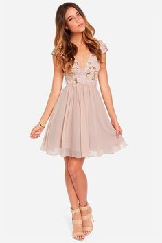 The perfect night can last forever in something as stunning as the Bariano Sabina Beige Sequin Dress! Gold and blush sequins dazzle over a tulle bodice, lined in smooth satin. Beige Dress Outfit, Dress Outfits, Beige Dresses, Short Dresses, Summer Dresses, Formal Dresses, Summer Wedding Outfits, Homecoming Dresses, Bridesmaid Dresses