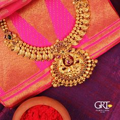 Pick a statement piece from GRT range of breathtaking jewellery collections! Stunning gold necklace with mango hangings Necklace studded ith rubies. Antique Jewellery Designs, Gold Jewellery Design, Antique Jewelry, Antique Necklace, Gold Necklace, Silver Earrings, Silver Jewelry, Gold Jewelry Simple, Metal Clay Jewelry