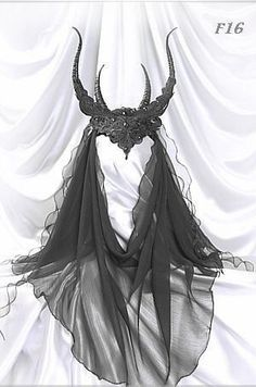 lace headdress with horns & veil <3