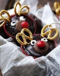 These easy reindeer cupcakes are great for the festive season and will become a family favourite in no time. You will totally win the Christmas fete.