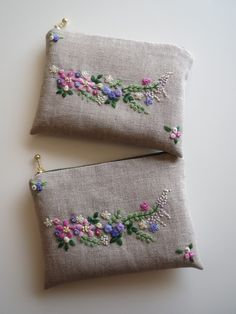 Diy Embroidery Patterns, Embroidery Bags, Creative Embroidery, Floral Embroidery, Beaded Embroidery, Embroidery Stitches, Creative Wall Painting, Natural Dye Fabric, Sewing Art