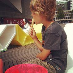 """Instagrammed door @heleneboot: """"Gratis ijsje, gratis film! #rotterdampas"""""""