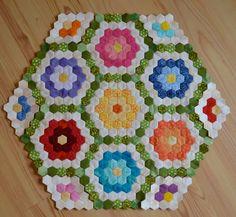 Seaside Stitches: June 2011 - My WordPress Website Patchwork Hexagonal, Hexagon Quilt Pattern, Quilt Patterns, Patchwork Quilting, Scrappy Quilts, Amish Quilts, Patchwork Ideas, English Paper Piecing, Kaleidoscope Quilt
