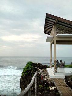 Tempat Istirahat di Bukit Pantai Krakal