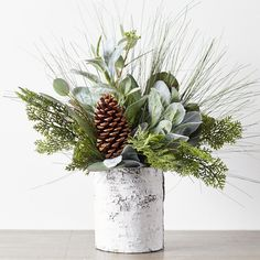 Winter Greenery and Pinecone Rustic Mixed Floral Arrangements – Diy Garden İdeas Christmas Greenery, Christmas Flowers, Winter Flowers, Christmas Decorations, Christmas Candles, Winter Porch Decorations, Christmas Floral Designs, Winter Flower Arrangements, Christmas Arrangements