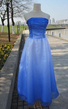 ベロアドレスとベルベットドレスは格安販売いたしております。1着6,500円からです。ハワイアン衣装を現地の職人が作り、誇りにもてるフラダンス衣装通信販売店、スイートアロハドレスショップ