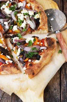 Grilled Vegetable and Goat Cheese Pizza -You won't miss the meat with this Grilled Vegetable and Goat Cheese Pizza! With grilled portobello mushrooms, orange and yellow peppers and red onions and topped with a generous sprinkling of goat cheese. Vegetable Pizza Recipes, Grilled Pizza Recipes, Grilling Recipes, Cooking Recipes, Grilling Tips, Barbecue Recipes, Barbecue Sauce, Goats Cheese Flatbread, Goat Cheese Pizza