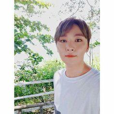 Hello beautiful << Seungkwan - he truly is. Woozi, Jeonghan, Wonwoo, Warner Music, Boo Seungkwan, Seventeen Wallpapers, Diamond Life, Thing 1, Pledis 17