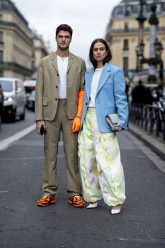 All of the street style inspiration you need from Paris Fashion Week Street Style Edgy, Cool Street Fashion, Street Style Women, Street Styles, Street Chic, Stylish Couple, Trendy Swimwear, Mens Style Guide, Fashion Couple