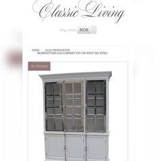 Lekkert solid hvitmalt vitrineskap fra #classicliving med praktiske hyller og blanke stål sprosser. Finnes også i sort.  Mål: Høyde:  220 cm Bredde: 170 cm  Dybde:  45 cm