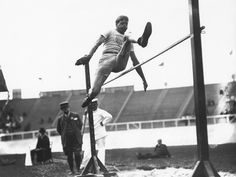 Olympic Games in London, 1908: US Athlet Ray Ewry gewann das Hochspringen aus dem Stand. | © opical Press Agency/Hulton Archive/Getty Images
