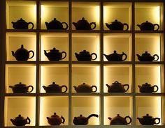 Open a tea&coffee shop . maybe even a small bakery :) Alter Do Chao, Tea Lounge, Chinese Interior, Tea Cafe, Zen Room, Cozy Cafe, Linear Lighting, Tea Box, Door Furniture