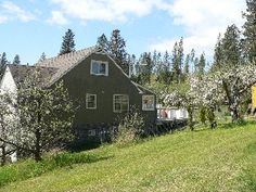 4 bedroom farmhouse on Kelowna $220/ngt  carpet/hardwood
