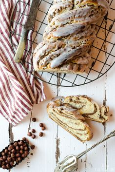 Easy Cake Recipes : Homemade nut braid as from the baker. With a pinch of cinnamon, the nut filling is . Basic Bread Recipe, Knead Bread Recipe, Easy Bread Recipes, Banana Recipes, Crusty French Baguette Recipe, Honey Buttermilk Bread, Vegan Bread, Chocolate Chip Banana Bread, Tea Sandwiches