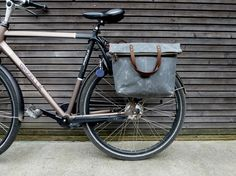 Bike pannier / bicycle bag in waxed canvas with zipper closure / tote bag /  bike accessories