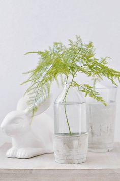 DIY glass vases with concrete base Concrete Crafts, Concrete Projects, Concrete Design, Diy Cadeau, Decoration Inspiration, Decor Ideas, Clear Glass Vases, Diy Blog, Blog Deco