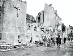 The bombing of Dockhead RC Church in Dockhead Bermondsey South East London England in South London, Old London, Bermondsey London, London Bombings, The Blitz, London Pictures, London Places, Battle Of Britain, London Street