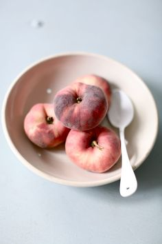 peaches// I love this kind. It´s very delicious and juicy!