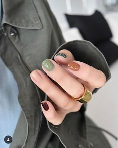 These Fall Nail Designs Are About to Earn You Countless Likes : Discover all the trendiest fall 2019 nail art designs to wear this season. Autumn calls for new seasonal manicures. Discover all the trendiest fall nail art designs to wear this season. Cute Nails, Pretty Nails, Cute Fall Nails, Pretty Short Nails, Short Nails Art, Long Nails, Gel Uv Nails, Uv Gel, Short Nail Manicure