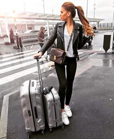 Iva Nikolina Juric + V neck top + black jeans + classic leather jacket + sleek travel-ready style + Sneakers .essential for comfort perfect outfit when travelling! Mode Outfits, Casual Outfits, Fashion Outfits, Airport Outfits, Summer Airport Outfit, Airport Look, Fashionable Outfits, Airport Fashion, Fashion Tips