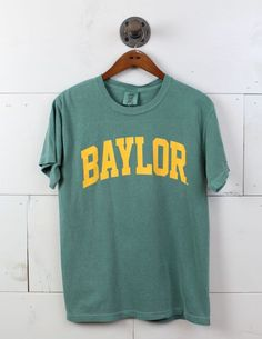 This Baylor shirt is perfect for tailgating before the big game. Go Bears! College Shirts, College Outfits, School Outfits, Outfits For Teens, College Apparel, College Campus, University Outfit, Baylor University, School Spirit Shirts