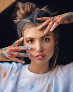 Model Poses Photography, Paint Photography, Creative Portrait Photography, Girl Photography Poses, Artistic Photography, Grunge Photography, Urban Photography, People Photography, White Photography