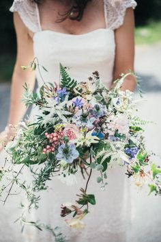 Overgrown pastel bouquet | Susie Lawrence Photography