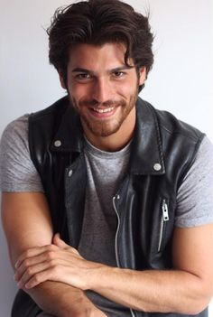 Can Yaman Turkish Men, Turkish Actors, Beautiful Men Faces, Gorgeous Men, Latin Men, Actrices Hollywood, Beard Lover, Awesome Beards, Cute Actors