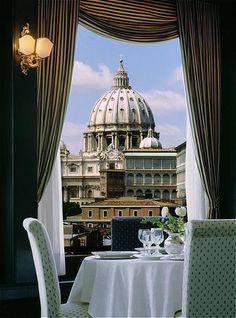 Seit der Papst seinen Rücktritt angekündigt hat, haben bei lastminute.de Buchungen nach Rom kräftig zugelegt. Ob mit oder ohne Papst - Rom ist immer eine Reise wert: Bei uns gibt's viele Last Minute-Angebote!    http://blog.lastminute.de/rom-papst-boom/    Foto: Hotel Atlante Star in Rom