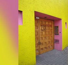 A wall yellow and pink.