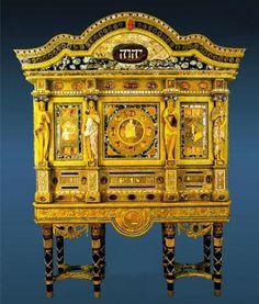 Amber jewel cabinet