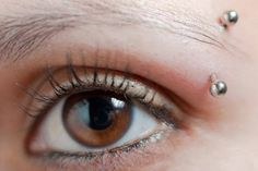 eye piercing