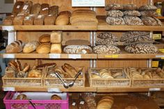 Brot ohne Verpackungsmüll einkaufen sowie die besten Tipps, wie das Brot lange frisch bleibt - Müll reduzieren beim Einkauf Teil 7.