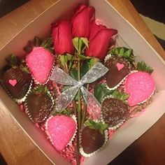 @pimenteldelights Instagram profile - Enjoygram Strawberry Box, Fruit Creations, Cake Day, Fruit Decorations, Chocolate Dipped Strawberries, Cake Business, Love Is In The Air, Valentines Day Treats, No Bake Treats