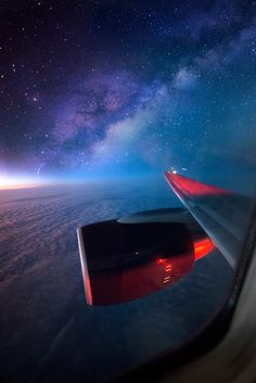 Night sky - View from a plane Sky View, Airplane Window, Airplane View, Airplane Travel, Airplane Wallpaper, Before Sunset, Adventure Awaits, Adventure Travel, Milky Way
